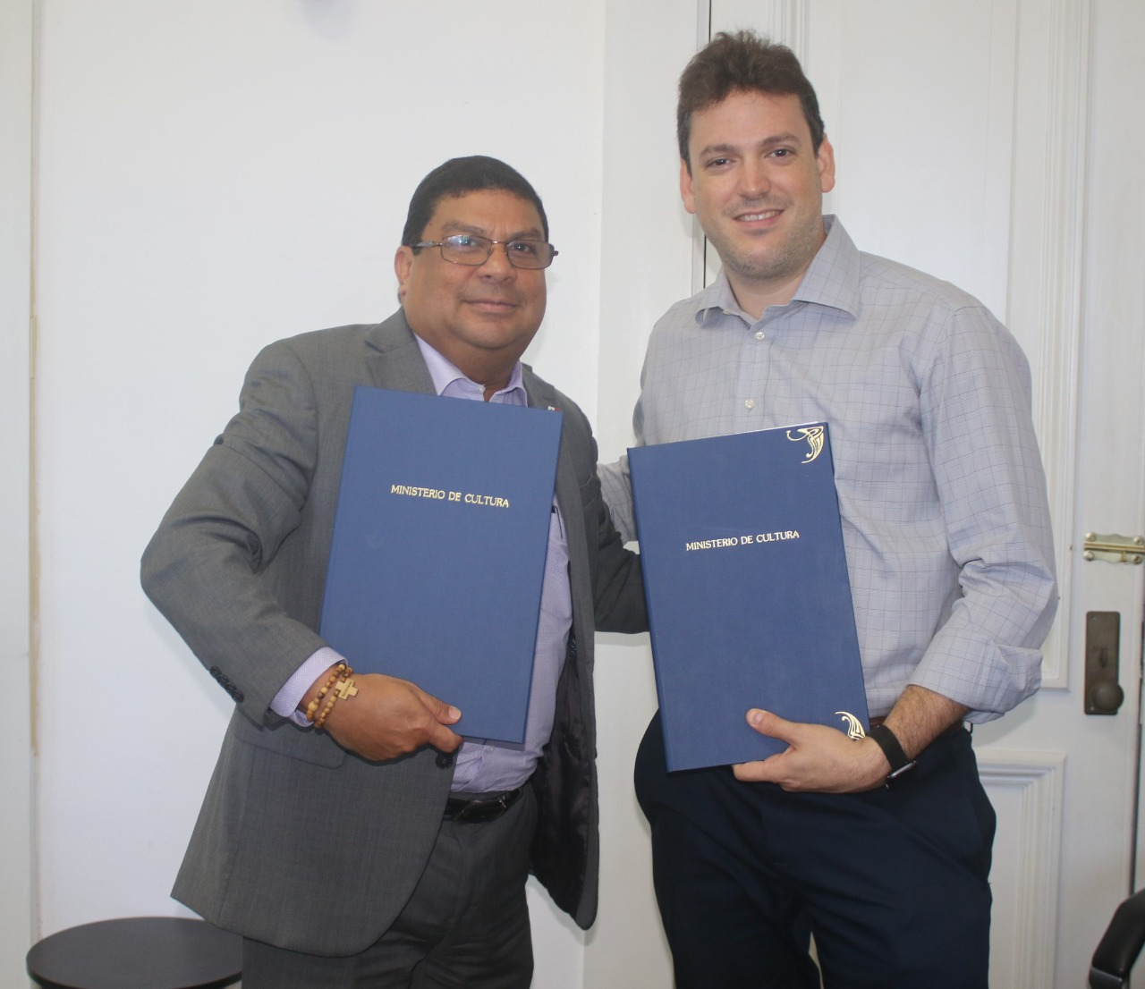 Firman acuerdo cultural para salvaguardar la tradicional Junta de Embarra