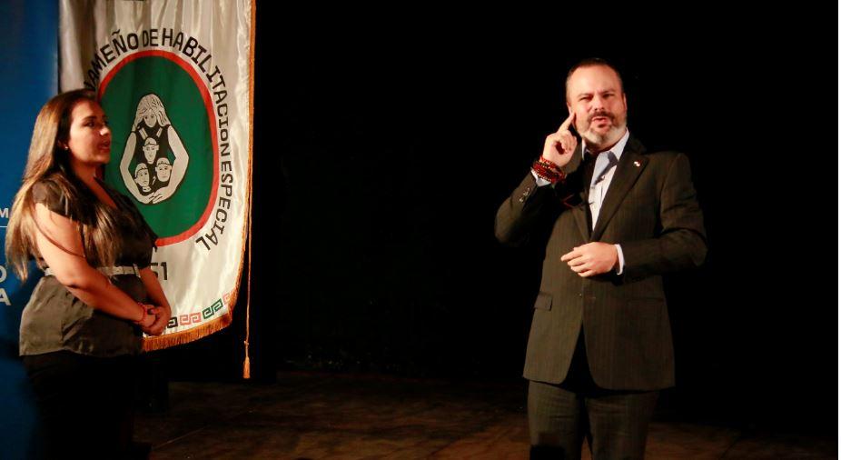 Mi cultura busca consolidar el lenguaje de señas a nivel nacional