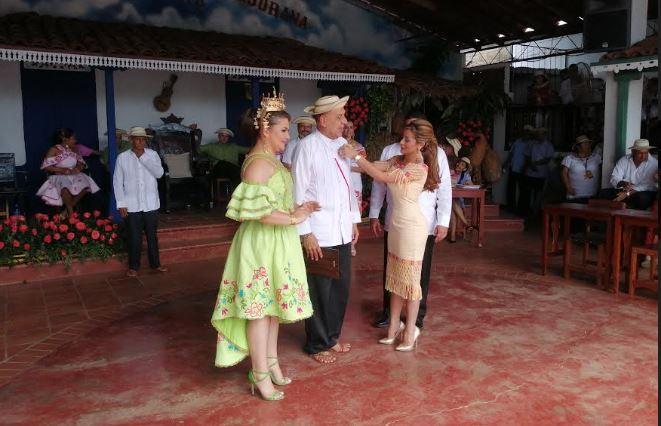 MiCultura condecora a cultores del folklore en el Festival de Nacional de La Mejorana