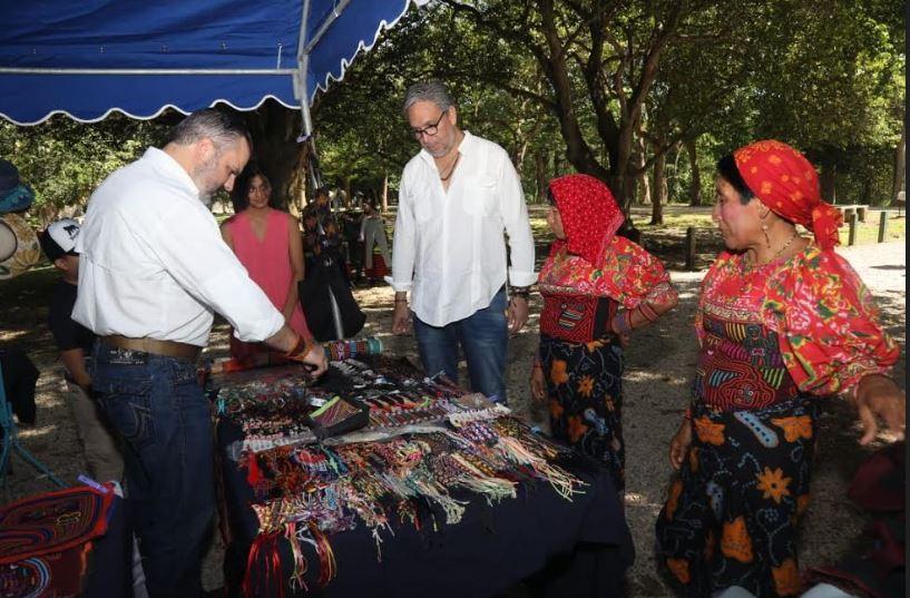 Primer Festival de Arte y del Libro en el Parque Omar