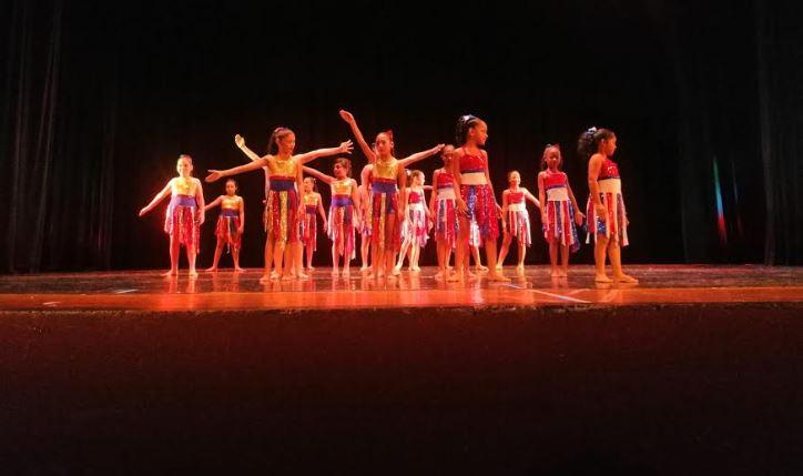 Escuela de Danza finaliza curso sabatino rindiendo honor a la patria