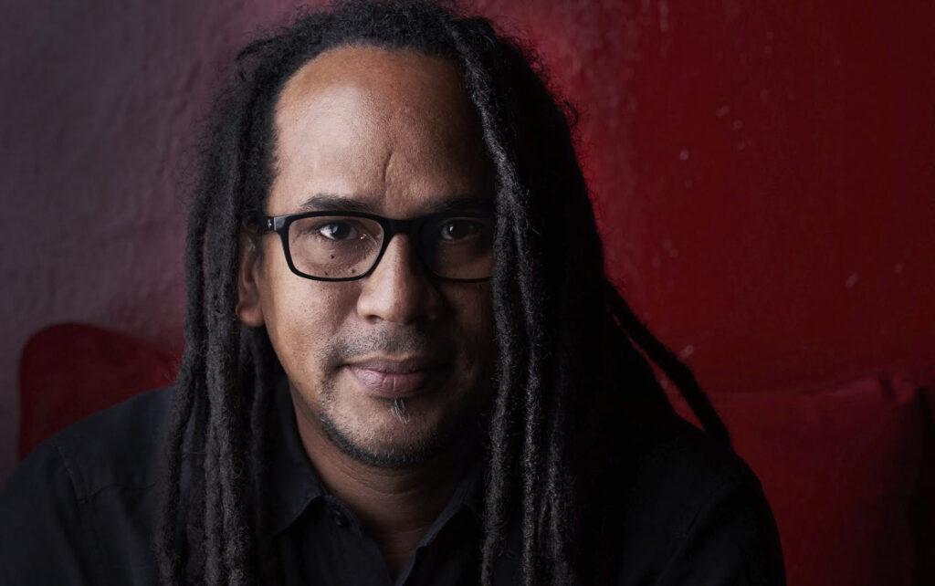 Conversando sobre la vida documentada del fotógrafo Tito Herrera