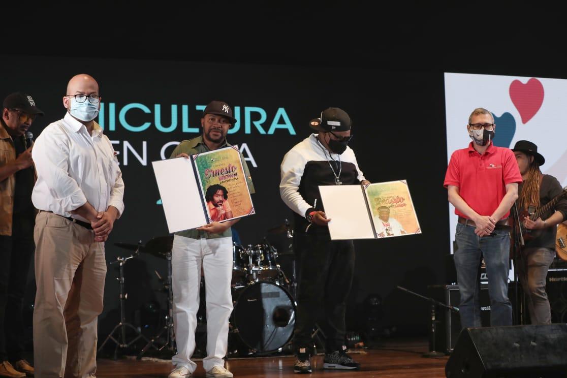 MiCultura destaca carrera musical de Renato y Apache Ness