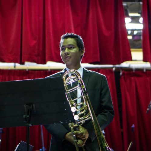 Jóvenes reciben becas para estudiar música en Italia